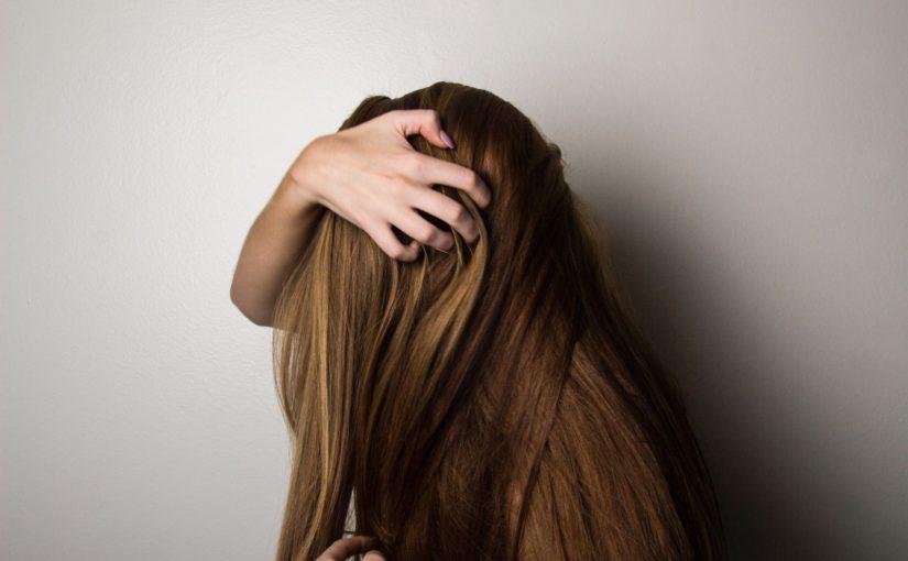 Prostowanie czy modelowanie – Jak wygładzić włosy?