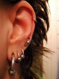 Czy warto zdecydować się na przekłucie uszu w salonie kosmetycznym?