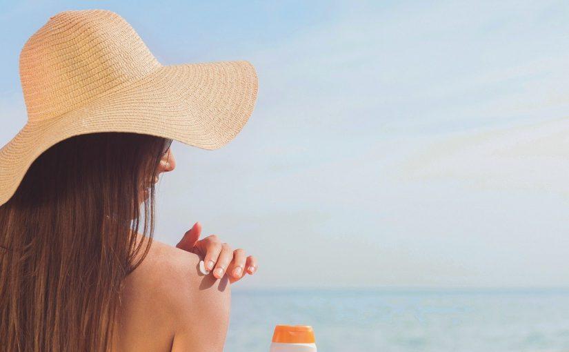 Dotyk słońca w pudełku – jak stosować samoopalacz?